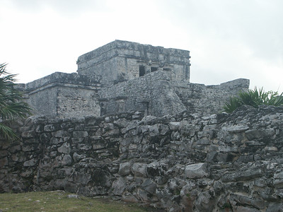 View of the Castle from the side   (Dec 30, 2002, 09:33am)