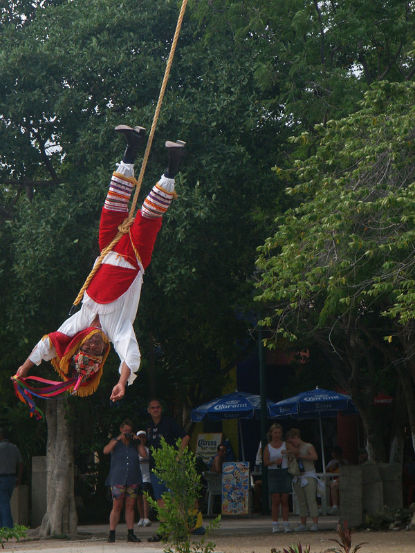 <b>Close up of descending Mayan performer</b>   (Dec 30, 2002, 10:47am)