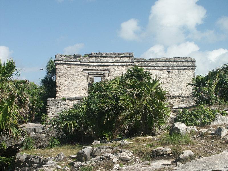 <b>More ruins at Tulum</b>   (Dec 30, 2002, 10:15am)