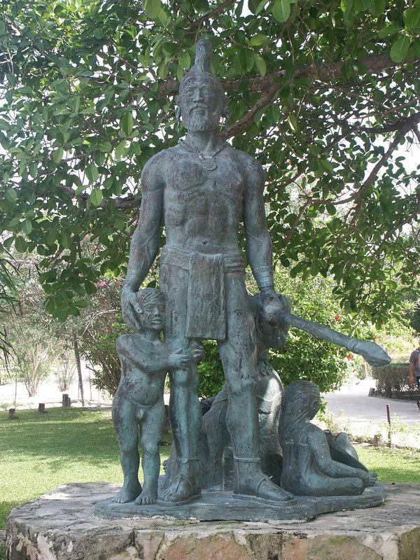 <b>Statue at entrance to Akumal bay</b>   (Dec 30, 2002, 01:02pm)