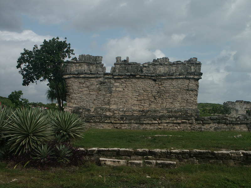 <b>Ruins at Tulum</b>   (Dec 30, 2002, 09:45am)