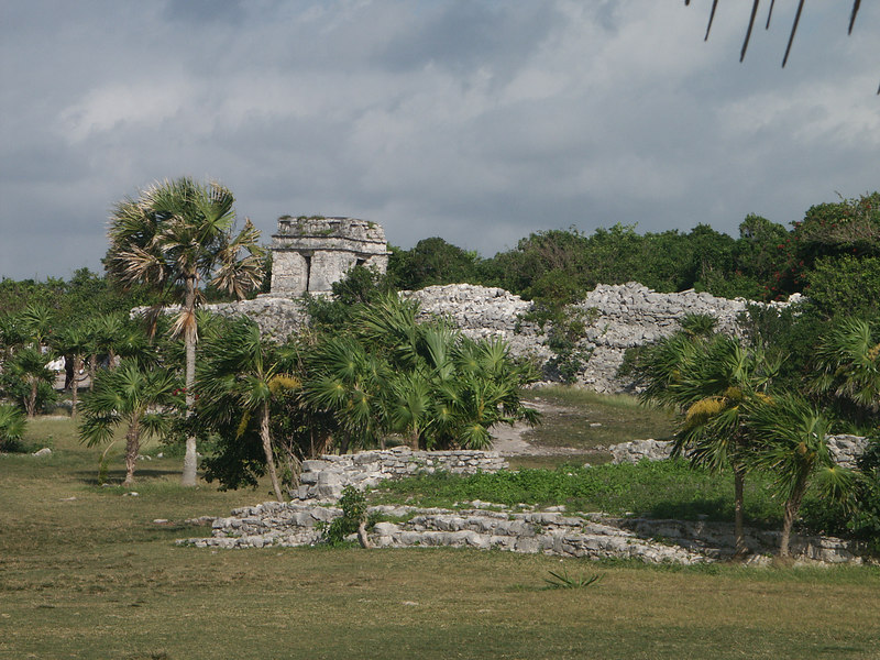 <b>Ruins at Tulum</b>   (Dec 30, 2002, 09:26am)