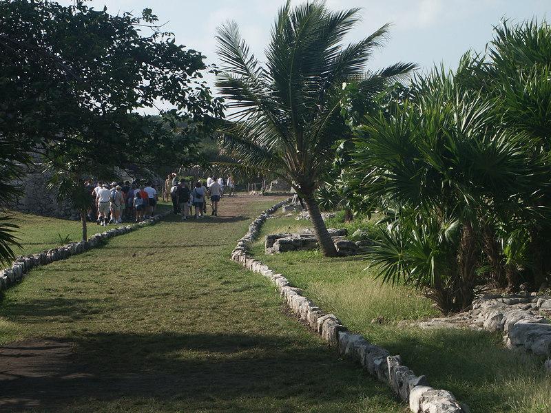 <b>Recreation of Mayan road through Tulum ruins</b>   (Dec 30, 2002, 09:23am)