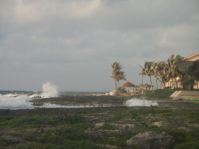 Looking south from the villa's waterfront   (Dec 31, 2002, 07:10am)