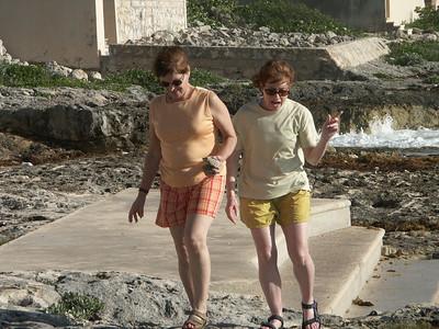 Donna and Karen walking along ocean's edge   (Dec 31, 2002, 08:34am)