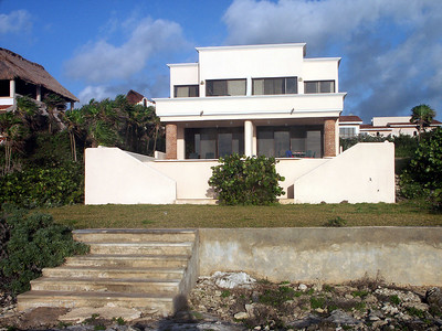 The villa seen from the ocean side   (Dec 31, 2002, 07:24am)