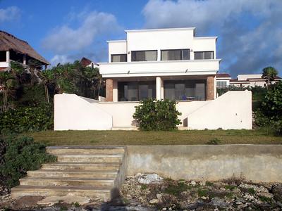 The villa seen from the ocean side   (Dec 31, 2002, 07:24am)