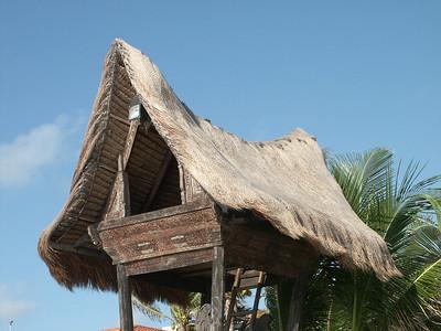 Some kind of ocean front house on stilts   (Dec 31, 2002, 08:33am)