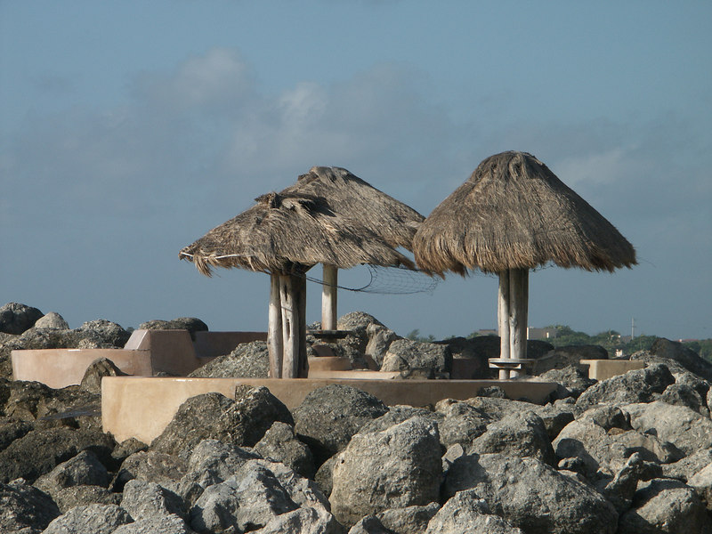 <b>Sitting area at entrance of Puerto Adv. harbour</b>   (Dec 31, 2002, 08:43am)