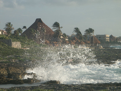 Crashing surf outside the villa   (Dec 31, 2002, 07:23am)