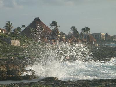 Crashing surf outside the villa   (Dec 31, 2002, 07:23am)