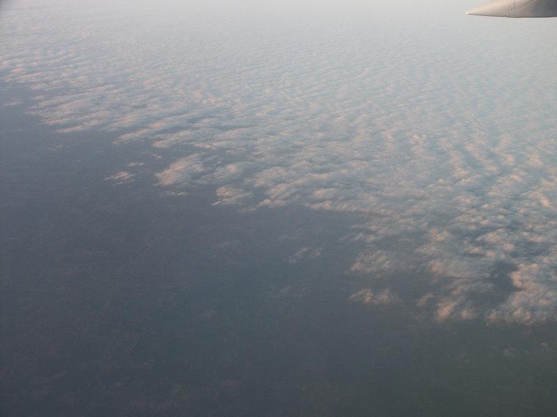 <b>Edge of cloud bank seen from airplane</b>   (Jan 01, 2003, 04:51pm)