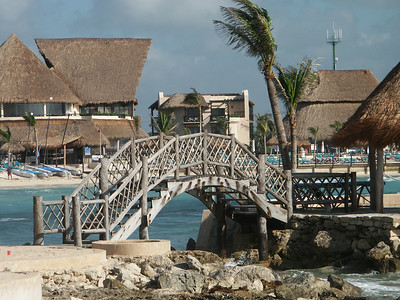Bridge outside of Oasis hotel   (Dec 31, 2002, 09:08am)