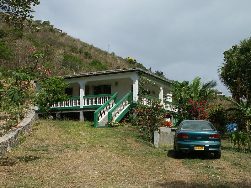 <b>Fancy living in downtown Coral Bay</b>   (Jul 01, 2002, 09:57am)