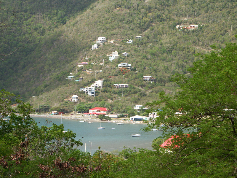 <b>Houses on the hillside in Coral Bay</b>   (Jul 01, 2002, 09:20am)