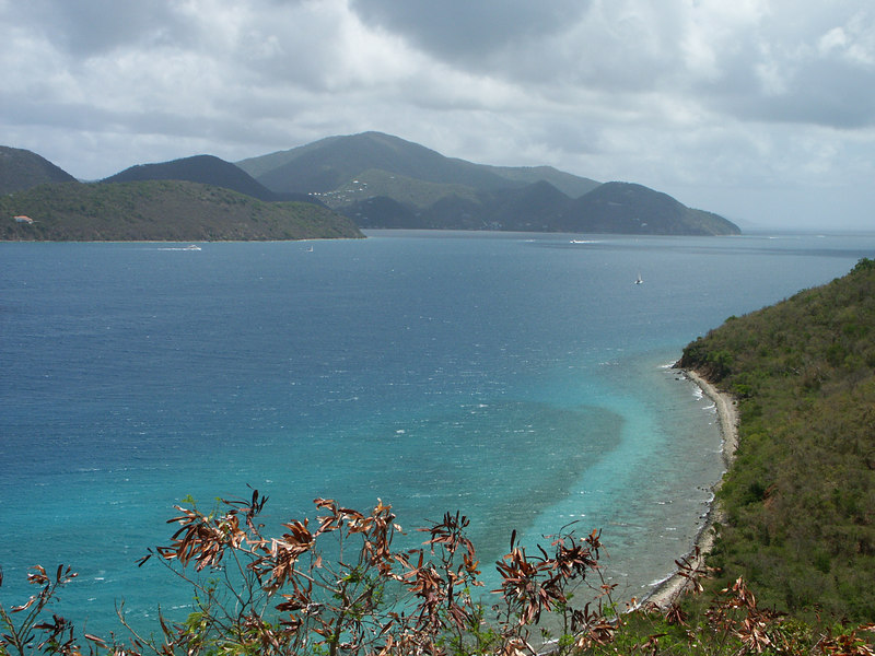 <b>Threadneedle Point on the right, and Tortola</b>   (Jul 01, 2002, 11:17am)