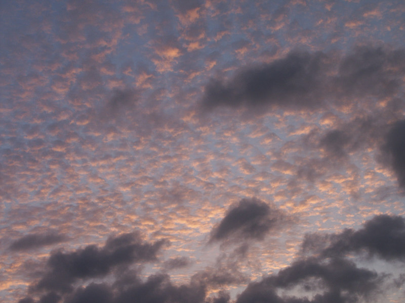<b>Pattern of clouds at dusk</b>   (Jul 02, 2002, 07:02pm)
