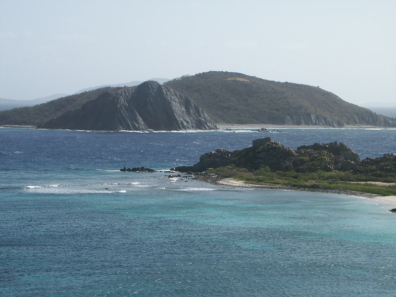 <b>Dead Chest Island seen from Peter Island</b>   (Jul 03, 2002, 08:56am)