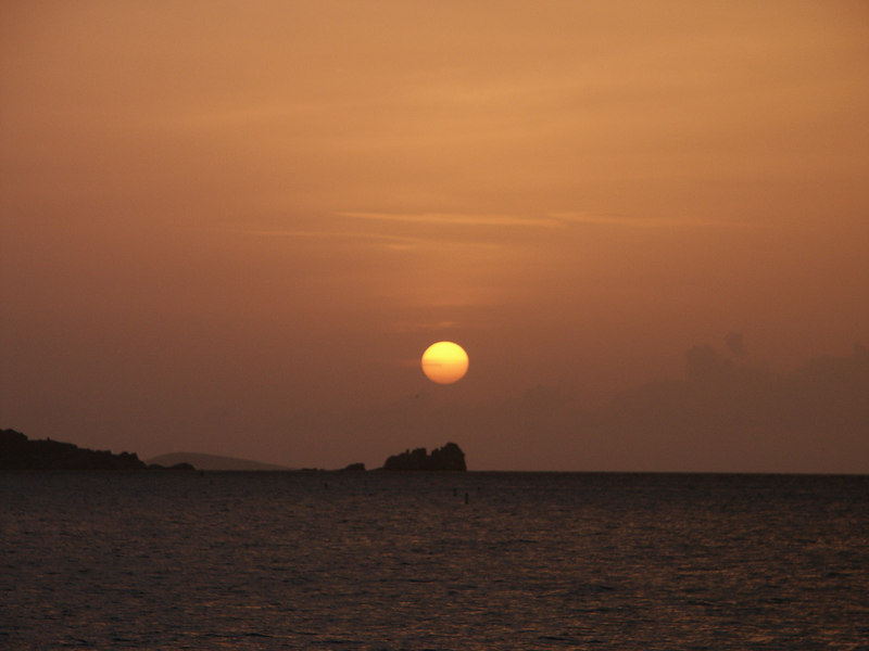 <b>Sunset seen from Cinnamon Bay, St. John</b>   (Jul 04, 2002, 06:50pm)