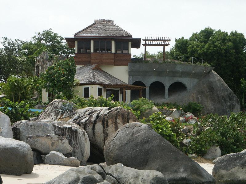<b>Building built into the rocks near the Baths</b>   (Jul 04, 2002, 10:41am)