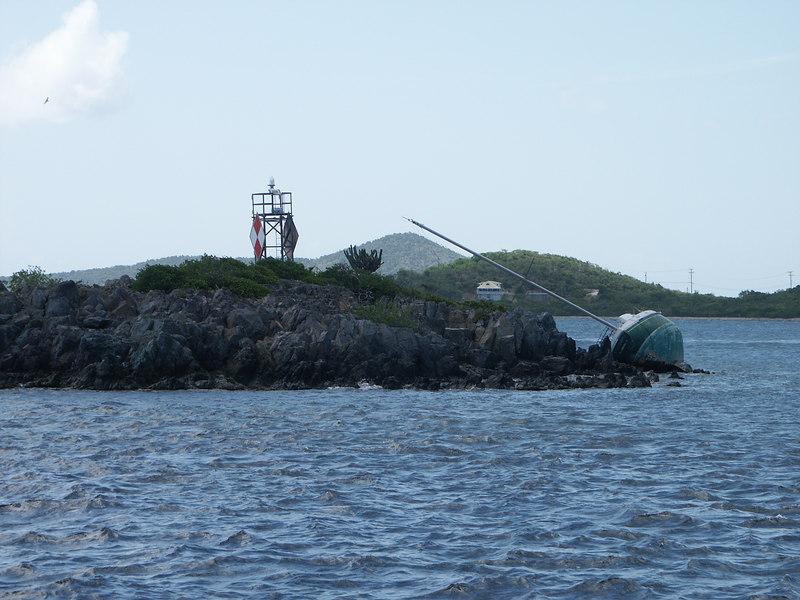 <b>A hurricane damaged sailboat on Current Rock</b>   (Jul 05, 2002, 02:30pm)
