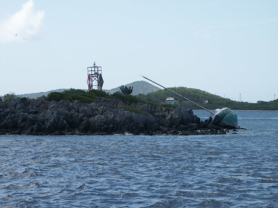 A hurricane damaged sailboat on Current Rock   (Jul 05, 2002, 02:30pm)