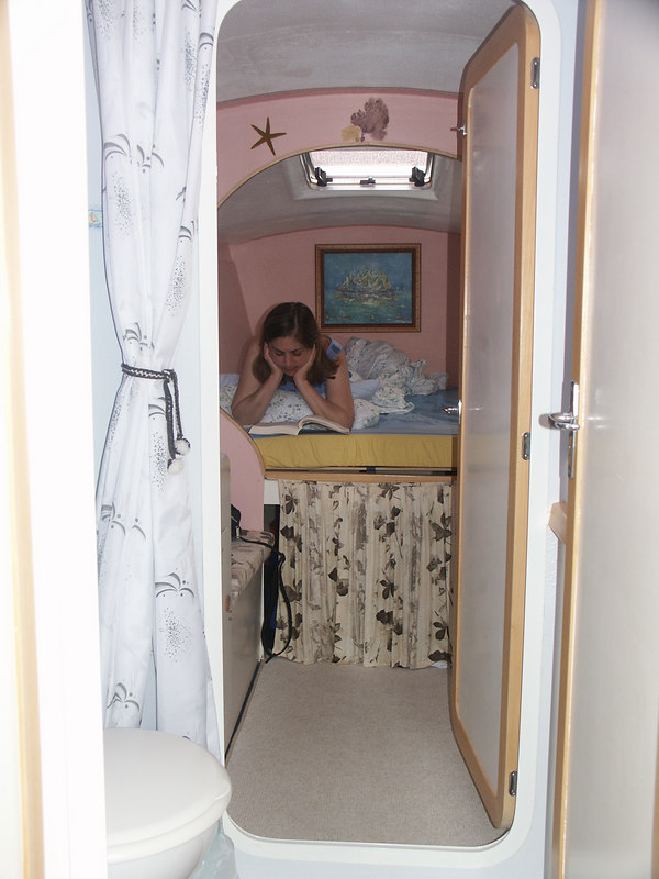 <b>Looking into guest privy and cabin</b>   (Jul 05, 2002, 07:08am)