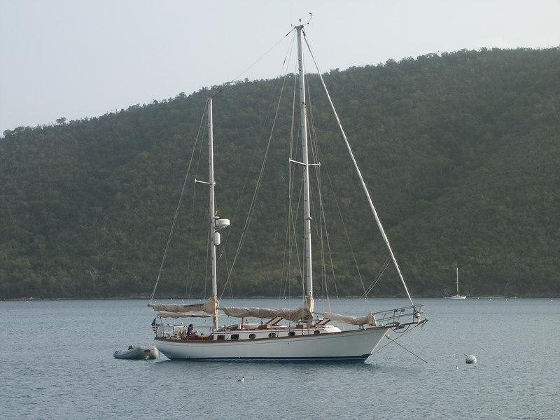 <b>A pretty monohull in Maho Bay</b>   (Jun 30, 2002, 06:59am)