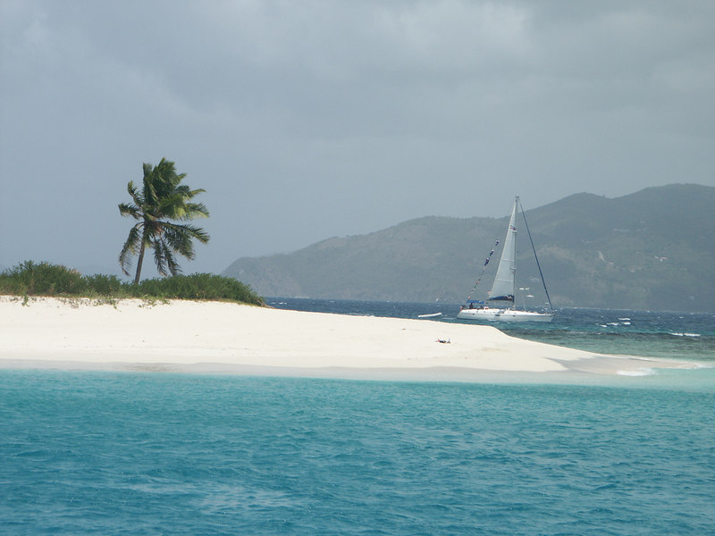 <b>Another sailboat coming around Green Cay</b>   (Jun 30, 2002, 01:40pm)
