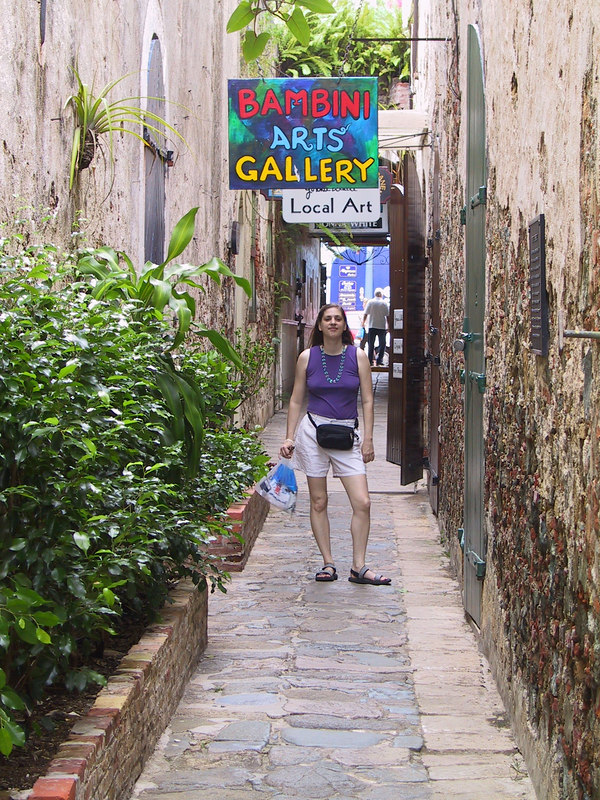 <b>Daphne goes window shopping in Charlotte Amalie</b>   (Jun 29, 2002, 09:43am)