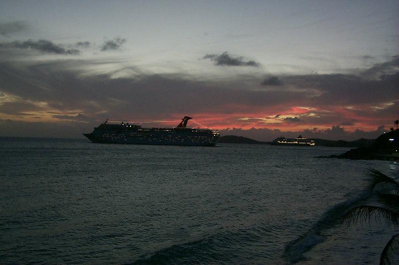 <b>Nightly Procession of Cruise Ships</b>   (Dec 24, 2000, 06:01pm)