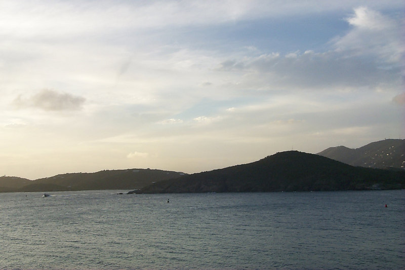 <b>Charlotte Amalie from Frenchmans Reef6</b>   (Dec 24, 2000, 05:15pm)