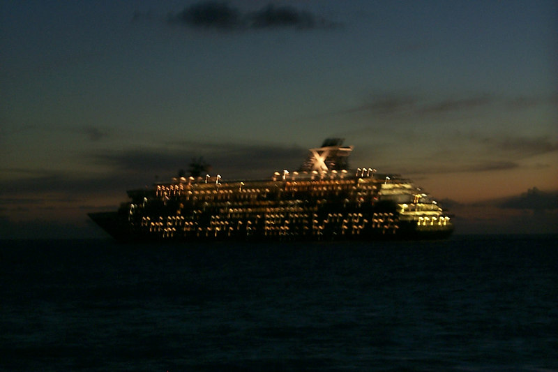 <b>Cruise Ship Leaving Town</b>   (Dec 25, 2000, 06:17pm)