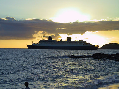 Cruise Ships Leaving at Sunset   (Dec 27, 2000, 05:33pm)