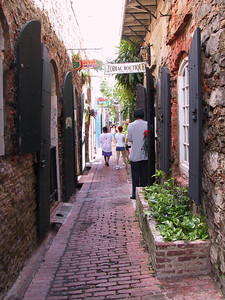 Alley in Charlotte Amalie Shopping Area   (Dec 27, 2000, 12:40pm)