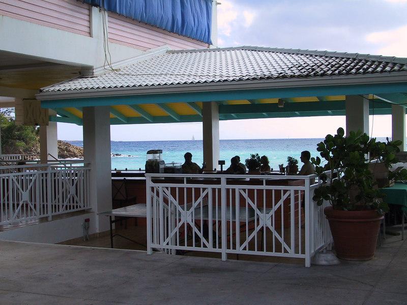 <b>Bar on Morning Star Beach</b>   (Dec 29, 2000, 02:06pm)