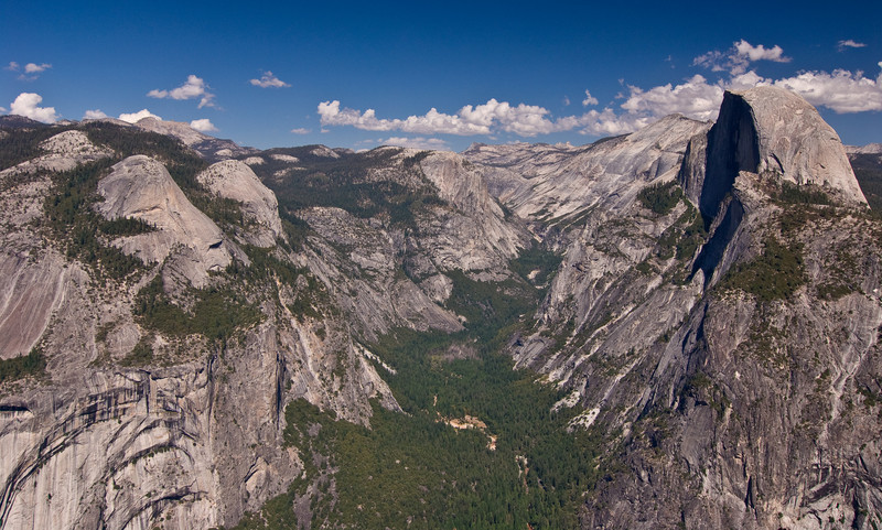 <b>Tenaya Creek valley from Glacier Point</b>   (Sep 16, 2007, 01:27pm)  Royal Arches on the left, Half Dome on the right, and Mirror Lake bed in the middle.