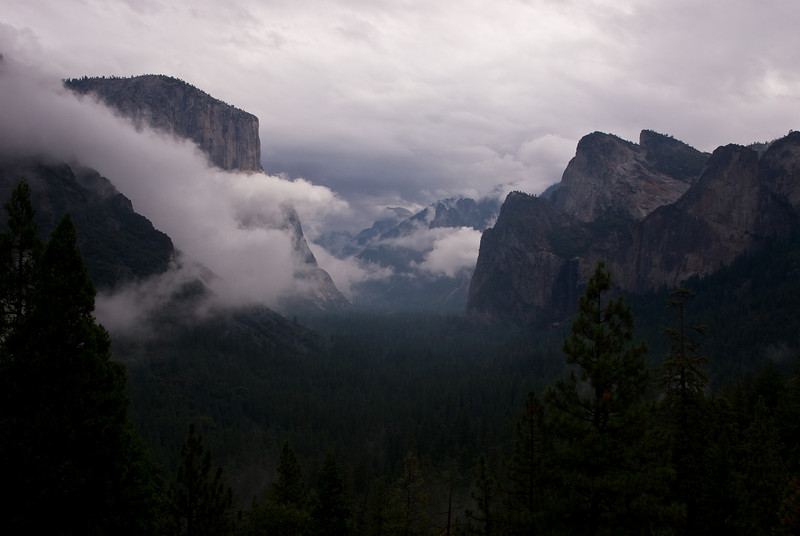 <b>Yosemite Valley in fog</b>   (Sep 22, 2007, 08:16am)  From Tunnel View
