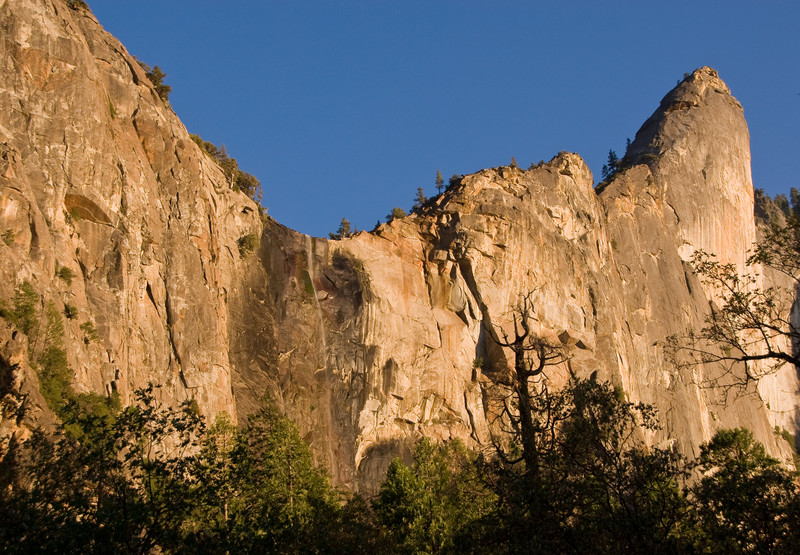 <b>Bridalveil Falls and the Leaning Tower</b>   (Sep 15, 2007, 05:37pm)