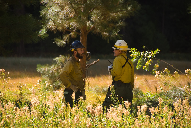 <b>Firemen discussing the meadow burn</b>   (Sep 18, 2007, 09:37am)