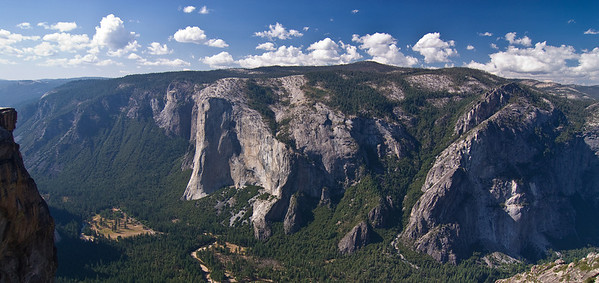 Yosemite Valley from Taft Point   (Sep 16, 2007, 02:39pm)