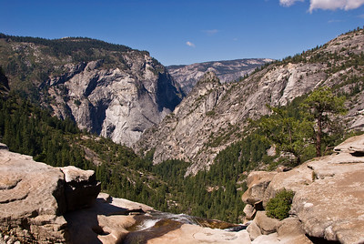 Looking out from top of Nevada Falls   (Sep 17, 2007, 10:49am)