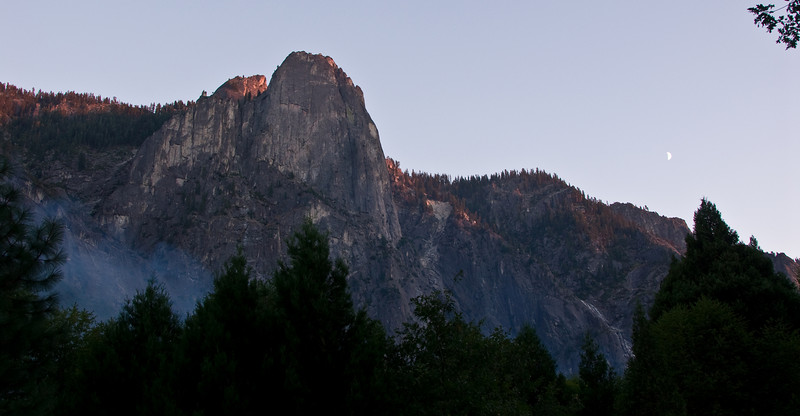 <b>Cathedral Rocks at sunset</b>   (Sep 18, 2007, 06:01pm)
