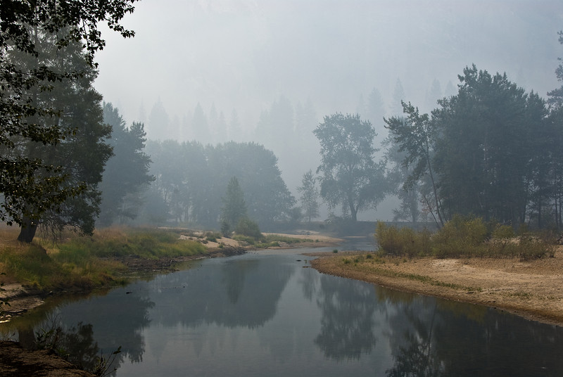 <b>Merced River and early morning smoke</b>   (Sep 19, 2007, 07:45am)