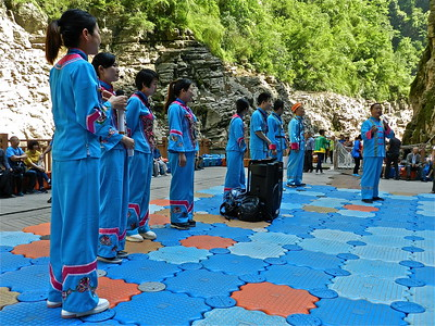 Performers in the Suchen Gorge
