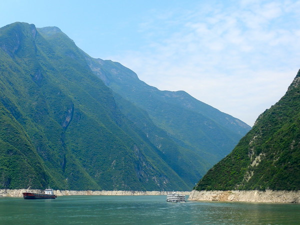 Green Hues Along the Yangtze