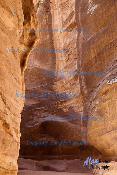 The narrow walls of the Siq, Petra