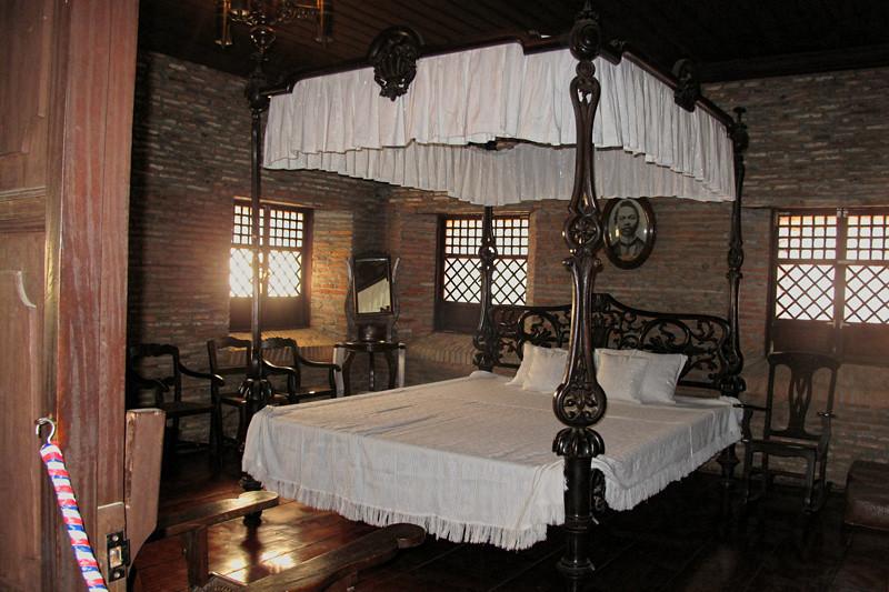 Juan Luna's bed.