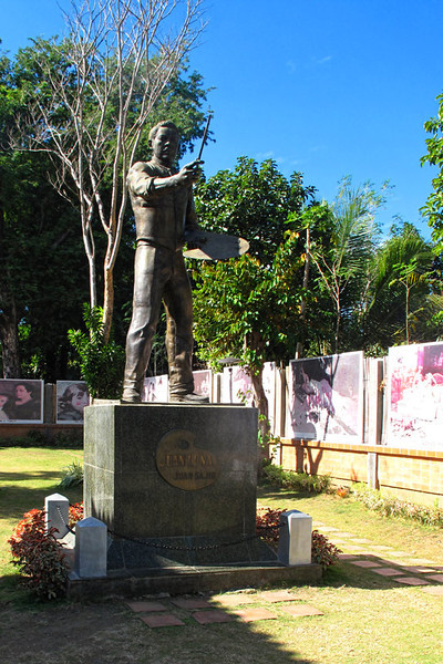 Born in the town of Badoc, Ilocos Norte in the northern Philippines, Juan Luna was the third among the seven children of Don Joaquin Luna de San Pedro y Posadas and Doña Laureana Novicio y Ancheta. In 1861, the Luna family moved to Manila and he went to Ateneo Municipal de Manila where he obtained his Bachelor of Arts degree. He excelled in painting and drawing, and was influenced by his brother, Manuel Luna, who, according to Filipino patriot José Rizal, was a better painter than Juan himself.