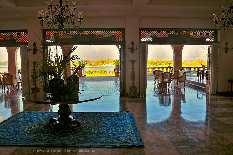 The entrnace is at the center of the Living room and it looks across the lanai towards Lake Suba.